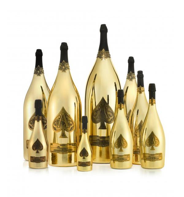 黑桃A香槟推出售价50万美元奢华皇家套装