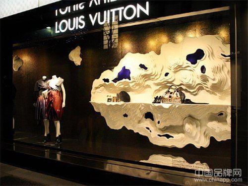 轻奢成为奢侈品中的快时尚?