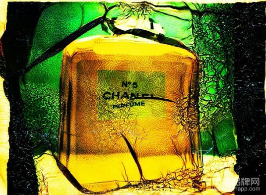香奈儿(Chanel)5号香水瓶的魔幻气质