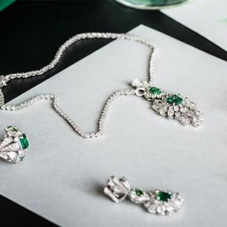 缎带是主角,连结时装与珠宝