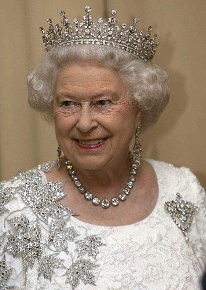 女王登基60周年大庆 展200年来王室珠宝