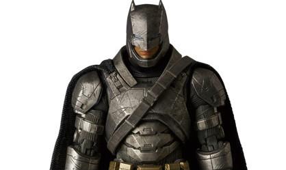 MAFEX 《蝙蝠侠对超人:正义曙光》装甲蝙蝠侠