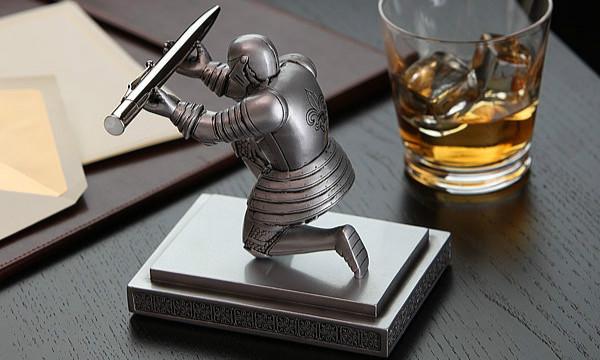 文思如泉涌「骑士笔架」雕像