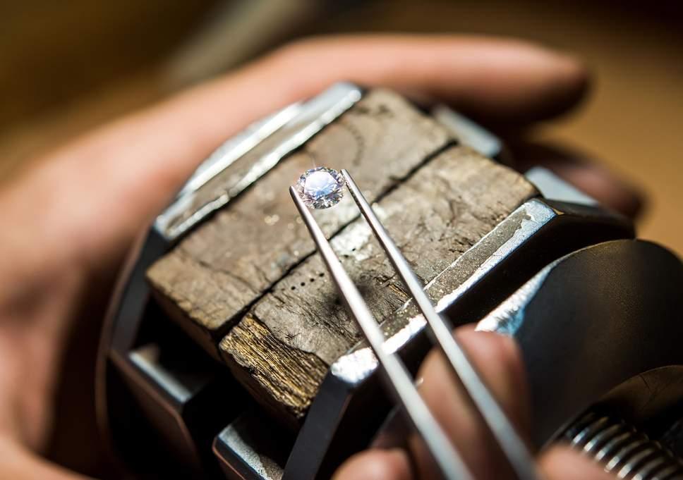 在购买钻石前必须学会 如何看懂钻石价格表