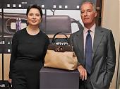 """宝格丽力邀意大利女星合作  设计""""Isabella Rossellni""""包"""