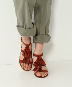 今年夏天必备时尚款!可爱的平底凉鞋5选