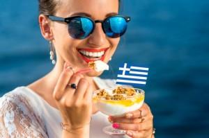 【美容效果超群!】将一般的优格变身成希腊式酸奶! 简单的作法是?