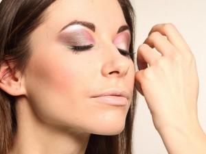 """脱离丑睫毛!简单的方法让你拥有防老化的""""美睫"""""""